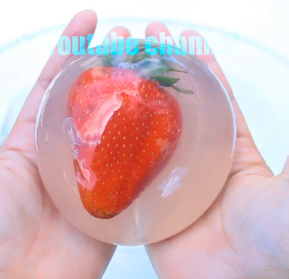 DIY巨无霸水果水光球!可以吃的水果软软!夏天到了,吃点不一样的吧?说真的本来打算放鲜花的,可是花不好吃呀!你们考完试是不是要放假了?本来上周就录好的,结果我又病了,耽误好久时间才上传!感谢你们那么耐心!我心里也满满的装着你们——我最爱的小天使 #手工##美食##水软软##草莓控##DIY#