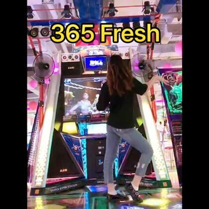 365 Fresh#舞蹈##e舞网红##盘锦#本来没打算参加这次活动的hhh😆但我还是来参加吧 毕竟录了这首歌 大家点点赞支持一下嘤嘤嘤❤希望有机会进前五@美拍小助手 @e舞成名官方 @e舞者官方 好久没粗现大家有没有想我😉点赞评论转发哟
