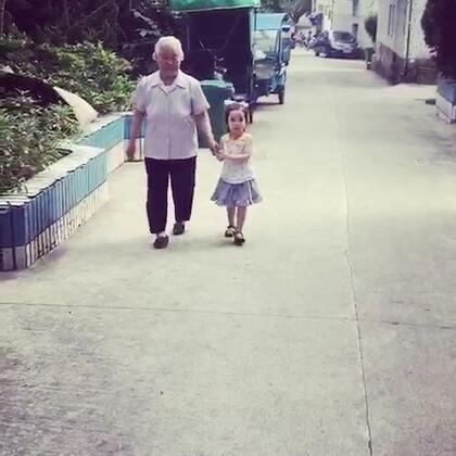 #annie环游记#在中国🇨🇳上坡的路一老一少扶持着走❤️#宝宝#