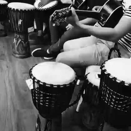 #音乐#培训时老师们小秀一首,就是忘了叫什么名字了😱