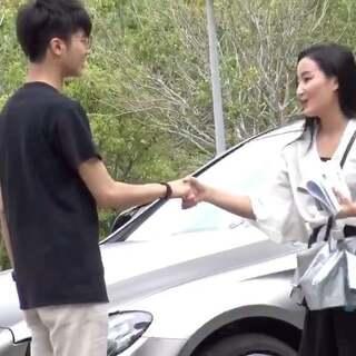 一块钱+甜言蜜语,搭讪超可爱白衣女神!😍#JumpTV#本期刘炮遇到这位美女,用了什么方法搭讪?#搭讪#
