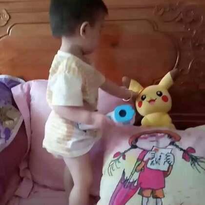 #宝宝##萌宝宝##可爱宝宝#还是喜欢乱啃东西,能玩的都是能啃的😂😂——小虾米牙痒痒