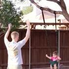 在树上荡秋千,你们有试过吗?😄 #宝宝##混血宝宝##混血儿#