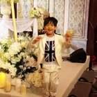 誰能在吳中天&楊子姍的婚禮舞台上這麼享受音樂?😅