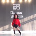 【投稿视频】#舞蹈##未来舞者#6岁超可爱的#李欣怡#《抽烟舞》 【STKT小星探推荐 @腻晨 为你发掘更多未来的偶像!】
