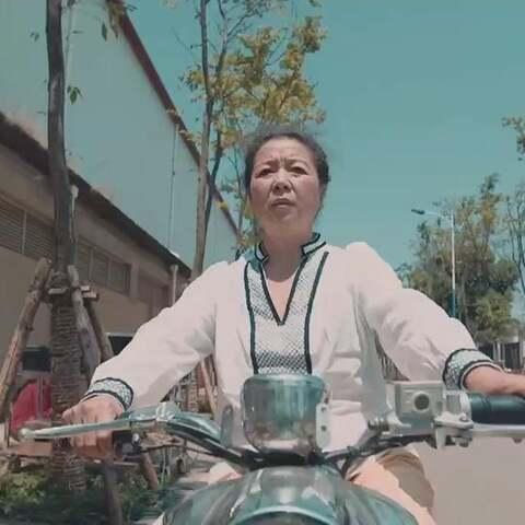 论高龄女司机的保护方式!#陈翔六点半#