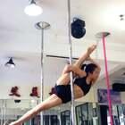 #舞蹈##钢管舞技巧##随手美拍#行动是理想最高贵的表达❗️❗️