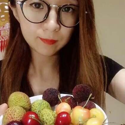 吃水果啦 杨梅太好吃了 😬#吃秀##水果##热门#希望亲们多多支持点赞哦 谢谢啦😊