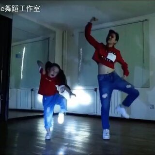 High Line 5岁半小萝莉^萱萱^又出新舞蹈视频啦!希望大家多多支持😘#舞蹈##跳舞枭雄##寻找未曝光少年##宝宝的小情绪#