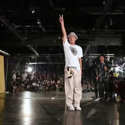 北京嘉禾舞社 小峰老师 - 嘉禾好舞者vol.9 Popping 裁判表演 | 想学最好看最流行的舞蹈就来嘉禾舞蹈工作室。报名热线:400-677-8696。微信:zahaclub。网站:www.jiahewushe.com #舞蹈##嘉禾舞社##嘉禾#