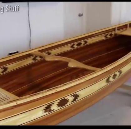 国外一男子耗时8个月打造了一个独木舟,简直就是一件艺术品!👍#才艺#