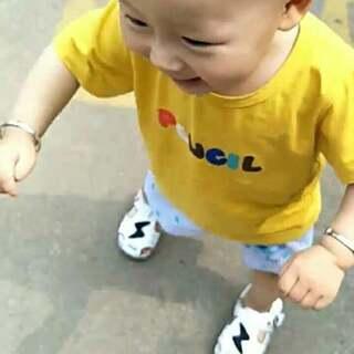 妈妈终于能解放双手了😊😊😊 宝贝加油#宝贝走路咯##萌宝宝#一岁两个月二十二天 6.21