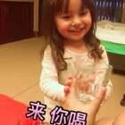 #萌宝宝##混血宝宝##混血萌宝# 朋友来做客 遭遇到了果冻的盛情款待