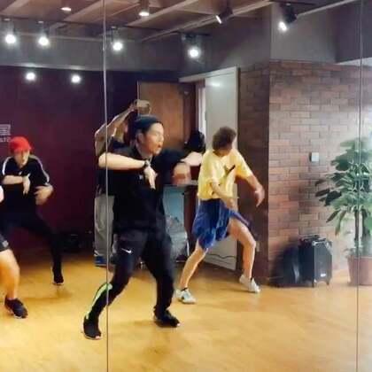今天有幸跟韩国BigBang御用舞编和编舞李珉老师学习 同时也学到了GD的最新单曲的舞蹈 超级爽歪歪👍👍#GD新单曲##舞蹈#