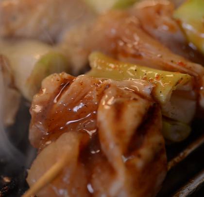 #烤鸡厨房#碳烤鸡肉串,烧烤必备!猜我吃了多少串~上次的抽奖24号公布名单! 新浪微博👉http://weibo.com/u/1897509683 👈记得关注哟 #美食#