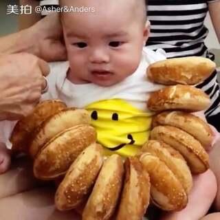 Anders 可以開始吃東西了#babyasherpoh傅净湧##萌宝宝#