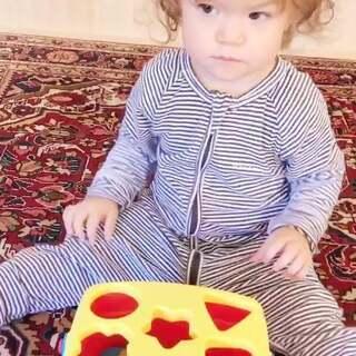 算你狠伊诺宝😂你妈妈都没料到你会来这一招😧我是应该失望还是应该高兴呢😓#伊诺1岁5个月#