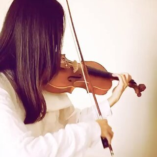 #小提琴#很多朋友问我最近怎么没有更新视频了~原因是因为出差为大家定制小提琴🎻我手上的这一把就是为大家定制的初学琴,虽然价格只有几百元,可从木料到外观再到音色,每个细节都严格把关,才有了超高的性价比。❤这段视频是当时在出差途中随意拉的一段,大家感受作为初学琴音色也不逊色。#音乐#