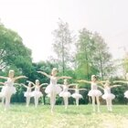 真正的小仙女来啦!#单色舞蹈#少儿中国舞的宝宝们户外展示,美出一幅画!超高气质和颜值的她们,让我一颗少女心都泛滥了~#舞蹈#