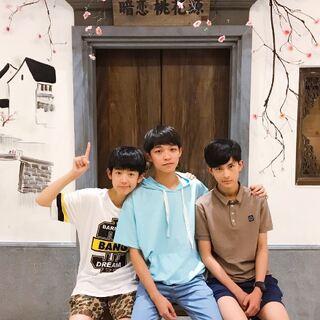 【UN1-SD美拍直播】好久没有直播吃饭啦!我们在上海暗恋桃花源~#鲜肉直播# #直播唱歌#