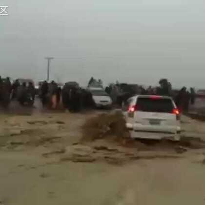 四川泥石流希望生存者不断增加,在这车上的人没有选择的余地,可惜啊!🙏🙏🙏🙏🙏🙏🙏🙏🙏