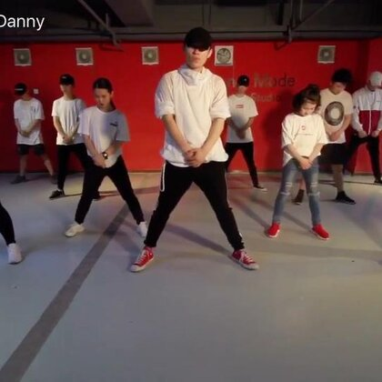 小孟专攻班的第一支#舞蹈#!同学们状态还不错!接下来要更疯狂的努力!希望10天你们的变化是巨大的!接下来还有一支舞蹈和一个舞蹈MV会陆续完成!期待我弟子们的进步!编舞是:Denzel #U乐国际娱乐#Right Now @北京YOUNGMODE @JAY李解_SWAGMONSTER @Prajna👹Bingoあきら @IM国际UrbanDance联盟