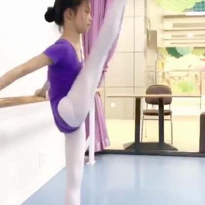 【老李来了】不知以这种形式去做一些基本功小知识与训练方法如何?如果点赞转发的人多,就证明对大家有帮助,那咱以后就多做类似的视频,欢迎评论下方提出更多更好的视频内容与建议,爱你们❤#舞蹈基本功#@叶之舞少儿舞蹈学校