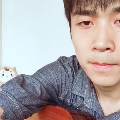 弹唱 周杰伦《简单爱》 #音乐##吉他弹唱##一人一句周杰伦# ☔️刚下过雨的南京,☀️吹着河边的风,更新个视频。微博@旧日默片