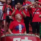 陕西最铁足球迷!为了看球摔断胳膊,堂堂西北大汉,谈起最爱球队竟然落泪!