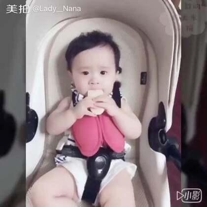 #吃秀##宝宝#上周King殿下👑的小零嘴视频今天才🈶️空剪辑…一枚超级小小吃货!