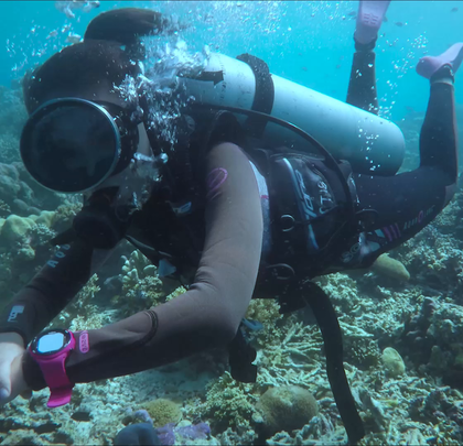 世界级潜水圣地——仙本那!美女达人咚咚在深海鱼海龟共舞,探寻海底美景!#hi走啦##带着美拍去旅行##自由潜水#
