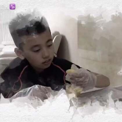 @乐乐吃水果❤️ 看乐乐吃,给这小朋友馋坏了,今天自己吃了整整一个榴莲蜜,看样子真的很喜欢@美拍小助手