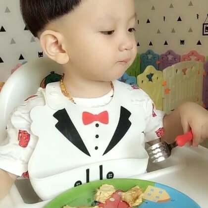 #宝宝##吃秀#鸽子粥➕鸡蛋饼,又把饼摊薄了😝叉不起来生气了#宝贝辅食日记#