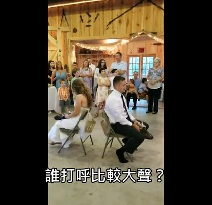 #搞笑#美国有对新婚夫妻在婚礼上进行一个考验夫妻默契的问答游戏,结果影片上传后意外在全球大爆红,赶快学起来以后就能在自己的婚礼上玩啦~
