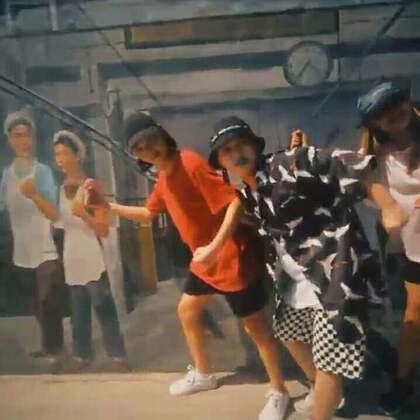 北京嘉禾舞社 @嘉禾舞社西安未央店 Emma-lu老师@Emma-lu 编舞 Broccoli | 想学最好看最流行的舞蹈就来嘉禾舞蹈工作室。报名热线:400-677-8696。微信:zahaclub。网站:www.jiahewushe.com #舞蹈##嘉禾舞社##嘉禾#