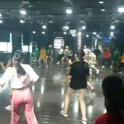 嘉禾舞蹈工作室西安未央店,璐璐老师hiphop基础课堂!😜😜😜#热门##嘉禾舞社##西安街舞#