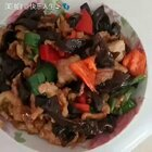 肉片炒木耳配巴西菇炖排骨#家常菜##美食#