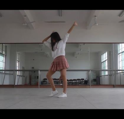 #DK练习室版#(去年12月份的了😓,因为种种问题现在才发出来,真是太对不起我自己了😂)这是橙子焦糖的#舞蹈#,很老的歌了……😳不是#美腿女神#