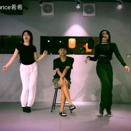 好不容易暗黑合体所以就随性创作 了一小下@HelloDance舞蹈工作室 @HelloDance昂昂 @苏恋雅SU @美拍小助手 #舞蹈#