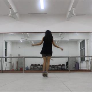 #DK练习室版#这也是Apink的#舞蹈#,很愉快!特别是伴奏,超好听!#反手点赞#