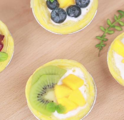 #美食##甜品#香甜的水果以及爽滑的老酸奶搭配上酥脆的蛋挞皮,咬一口那是一个满足啊!这个夏天怎么能错过呢?
