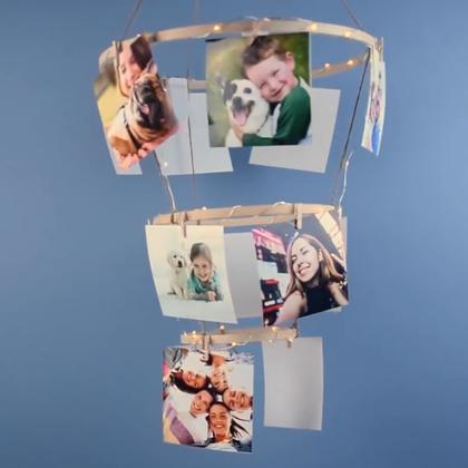 【DIY照片吊灯】生日、周年纪念日庆祝的时候不知道该怎么装饰房间吗?不如把珍贵的记忆点亮,放在一个精美的照片吊灯下面吧!稍微动一下手,让每一个珍贵的日子都变得更有意义☺☺#手工##DIY##我要上热门#