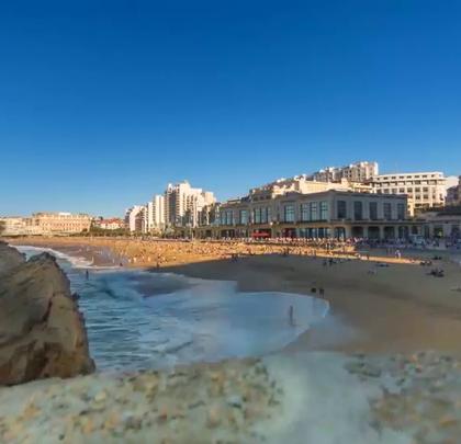 著名的海滩度假胜地——比亚里茨!关注【拍秀旅行】微信公众号,获得更多#旅行#咨询。