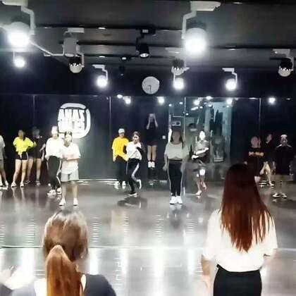 毛毛老师,暑假JAZZ提高班!😉😉😉学员们很棒哦!加油!#热门##西安街舞##嘉禾舞蹈课堂#