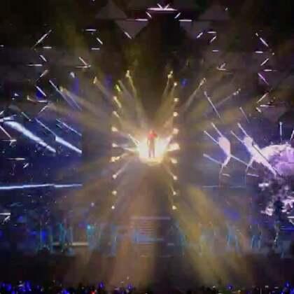 薛之谦〈我好像在哪见过你〉南京场演唱会,超级喜欢的〈初学者〉开场。这一次,位置刚刚好,完美地欣赏到全程的舞美,超级用心的演唱会!才华横溢的帅气的深情的逗逼的可爱的努力的坚持的孝顺的义气的能唱能跳能写能画能说能演能导的薛老板@薛之谦 生日快乐吖!!!❤️#薛之谦717生日快乐##i like slime#