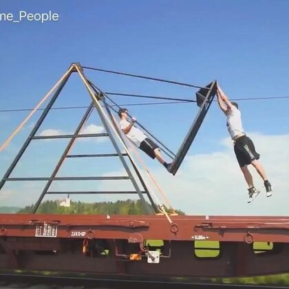 People Are Awesome - STUNTS ON A TRAIN #无运动,不生活#
