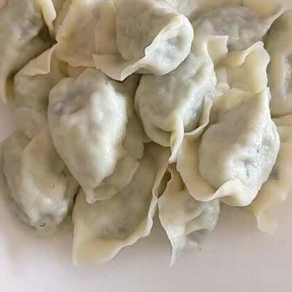 #美食##家常菜##我要上热门#韭菜鸡蛋饺子,茴香鸡蛋饺子。还有自己做的天然饮料百香果,奇亚籽,蜂蜜泡的水非常好喝呦!😁
