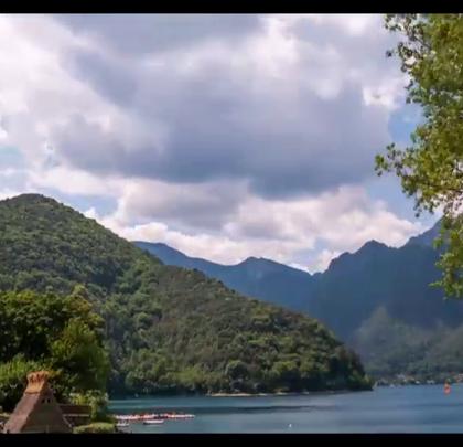 意大利最大的湖泊,徒步旅行者的天堂——加尔达湖!关注【拍秀旅行】微信公众号,获得更多#旅行#咨询。