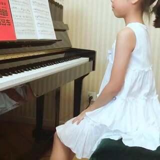 梓萱的侏儒进行曲练下来啦!继续打磨👍👍😘#音乐##小小钢琴家#