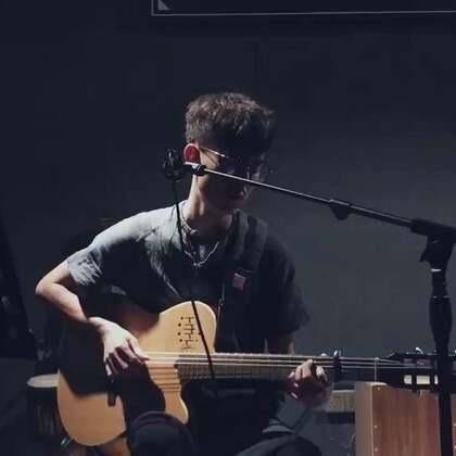 歌名:光辉岁月#音乐##吉他弹唱##我要上热门#@美拍小助手